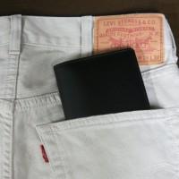 ズボンのポケット 財布の写真